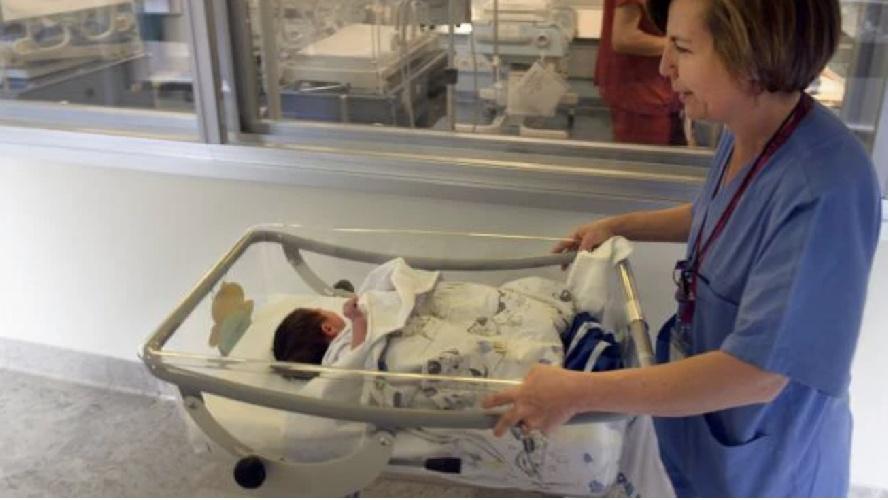 https://www.ragusanews.com//immagini_articoli/01-08-2021/siciliana-positiva-al-covid-e-no-vax-partorisce-e-fugge-dall-ospedale-500.jpg