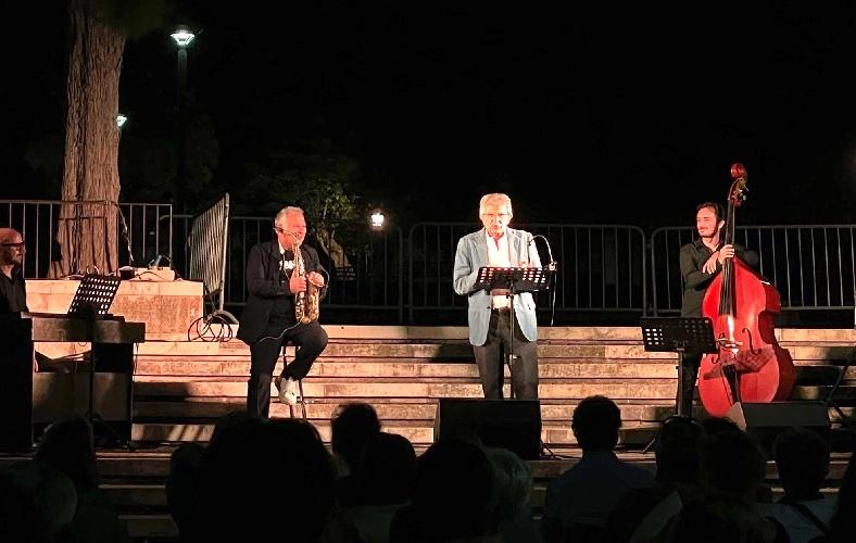https://www.ragusanews.com//immagini_articoli/01-08-2021/teatro-pippo-pattavina-ha-chiuso-il-festival-3drammi3-500.jpg