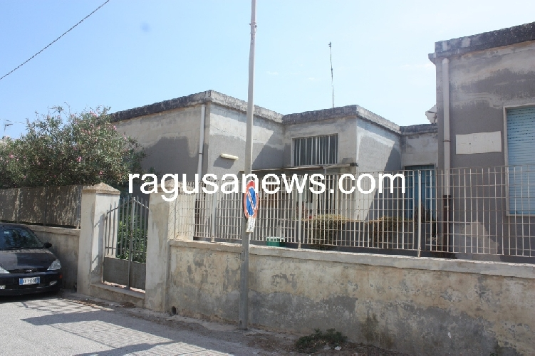 http://www.ragusanews.com//immagini_articoli/01-09-2017/bambino-anni-cade-tetto-scuola-sampieri-500.jpg