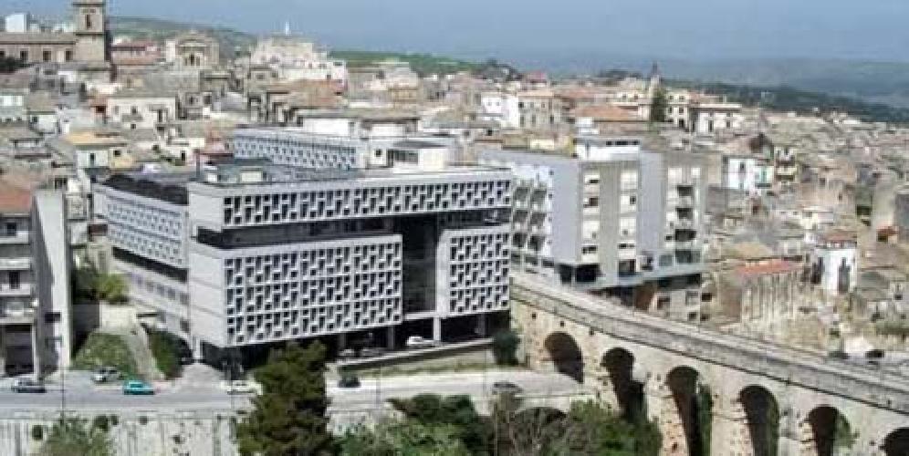 http://www.ragusanews.com//immagini_articoli/01-09-2017/tribunale-ragusa-arriva-presidente-500.jpg