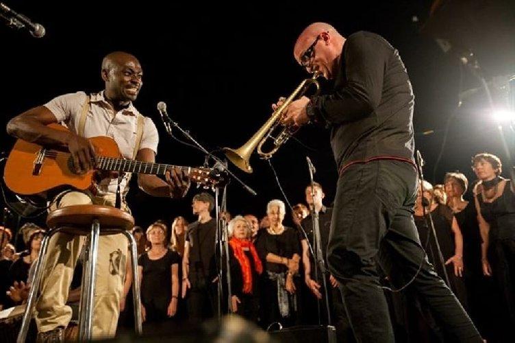 https://www.ragusanews.com//immagini_articoli/01-09-2018/ferla-rassegna-nazionale-musica-popolare-acustica-contemporanea-500.jpg