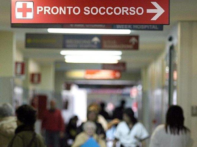 https://www.ragusanews.com//immagini_articoli/01-09-2018/siracusa-medico-aggredito-pronto-soccorso-500.jpg