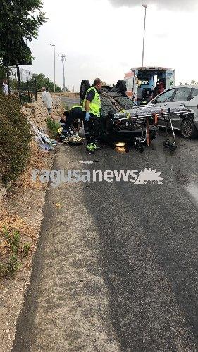 https://www.ragusanews.com//immagini_articoli/01-09-2019/incidente-porte-pozzallo-500.jpg