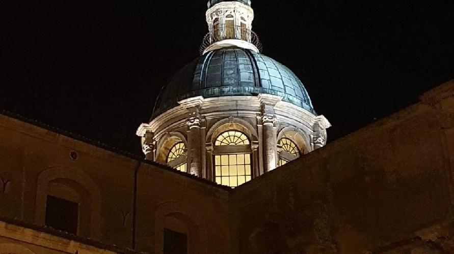 https://www.ragusanews.com//immagini_articoli/01-09-2021/1630484879-ragusa-la-cattedrale-di-san-giovanni-brilla-di-nuova-luce-foto-2-500.jpg