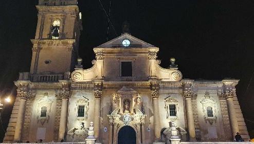 https://www.ragusanews.com//immagini_articoli/01-09-2021/1630484886-ragusa-la-cattedrale-di-san-giovanni-brilla-di-nuova-luce-foto-4-280.jpg