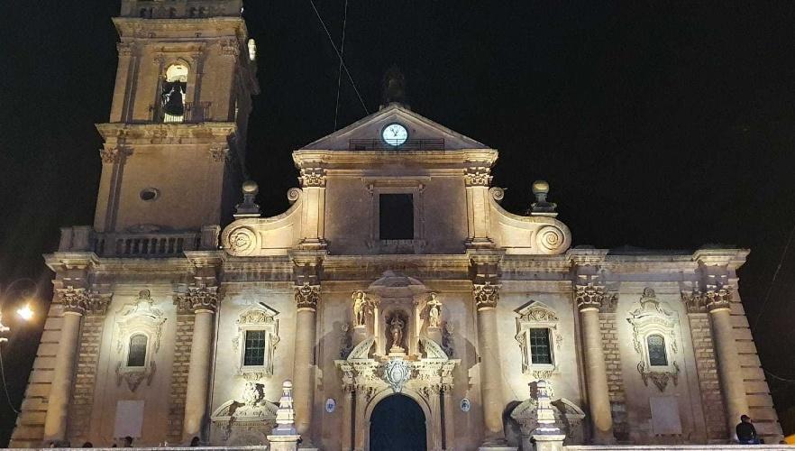 https://www.ragusanews.com//immagini_articoli/01-09-2021/1630484886-ragusa-la-cattedrale-di-san-giovanni-brilla-di-nuova-luce-foto-4-500.jpg