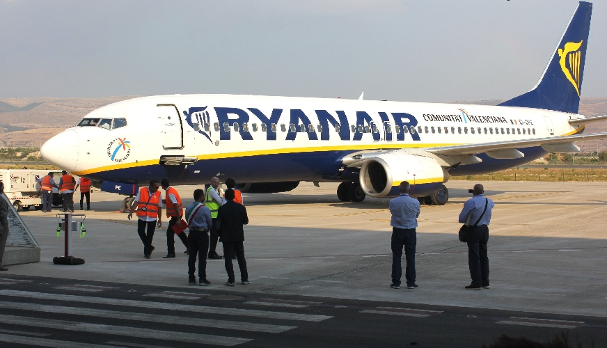 http://www.ragusanews.com//immagini_articoli/01-10-2014/comiso-aeroporto-di-interesse-nazionale-500.jpg
