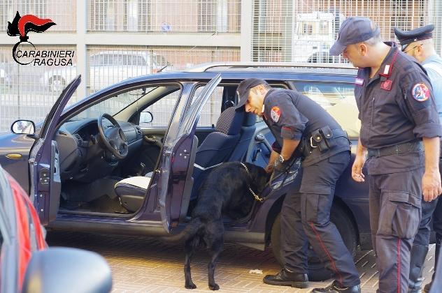 http://www.ragusanews.com//immagini_articoli/01-10-2016/droga-arrestato-raffaele-floresta-420.jpg