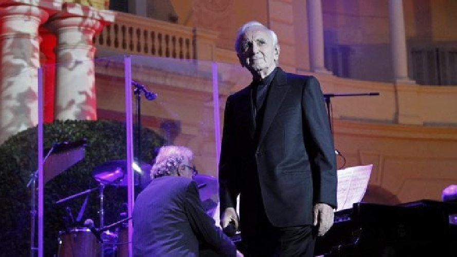 https://www.ragusanews.com//immagini_articoli/01-10-2018/morto-aznavour-aveva-anni-500.jpg