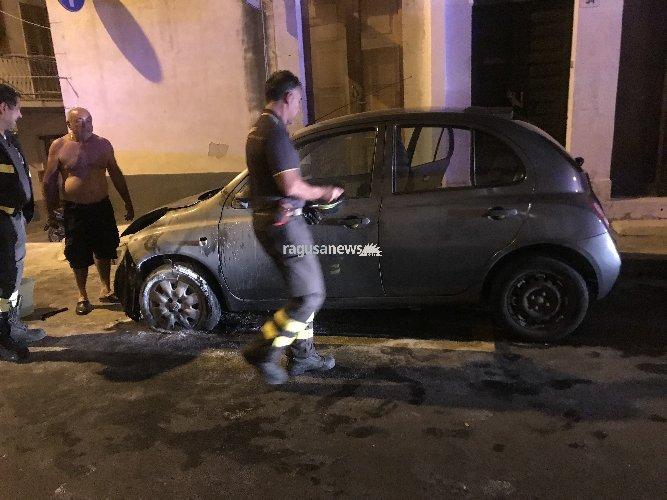 https://www.ragusanews.com//immagini_articoli/01-10-2018/tunisino-dopo-incendio-tornato-rigare-auto-500.jpg