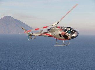 https://www.ragusanews.com//immagini_articoli/01-10-2019/volete-andare-eolie-ora-c-e-l-elicottero-per-lipari-240.jpg