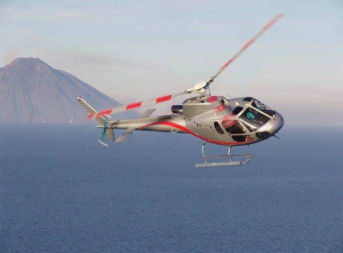 https://www.ragusanews.com//immagini_articoli/01-10-2019/volete-andare-eolie-ora-c-e-l-elicottero-per-lipari-500.jpg