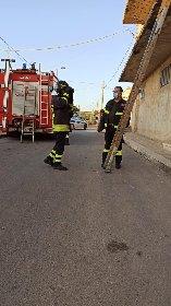 https://www.ragusanews.com//immagini_articoli/01-10-2020/1601550739-a-scicli-il-gatto-intrappolato-i-pompieri-e-la-macaia-1-280.jpg