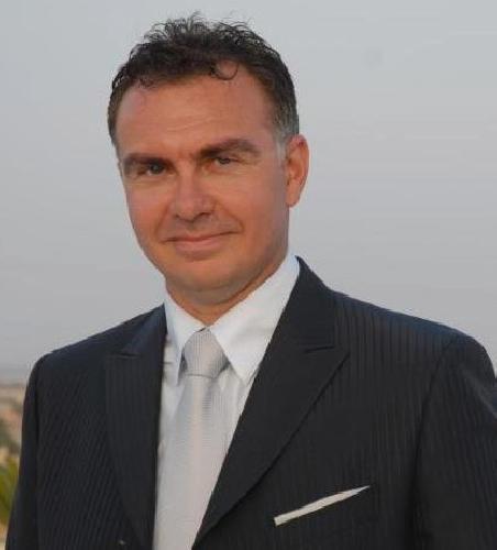 https://www.ragusanews.com//immagini_articoli/01-11-2013/pozzallo-le-contumelie-al-giornalista-giampaolo-de-simone-500.jpg