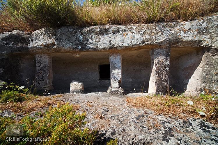 http://www.ragusanews.com//immagini_articoli/01-11-2014/a-modica-facolta-di-turismo-e-archeologia-500.jpg