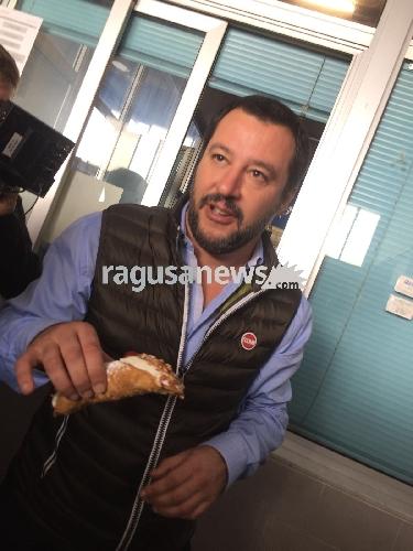 https://www.ragusanews.com//immagini_articoli/01-11-2017/salvini-vittoria-cannoli-siciliani-500.jpg