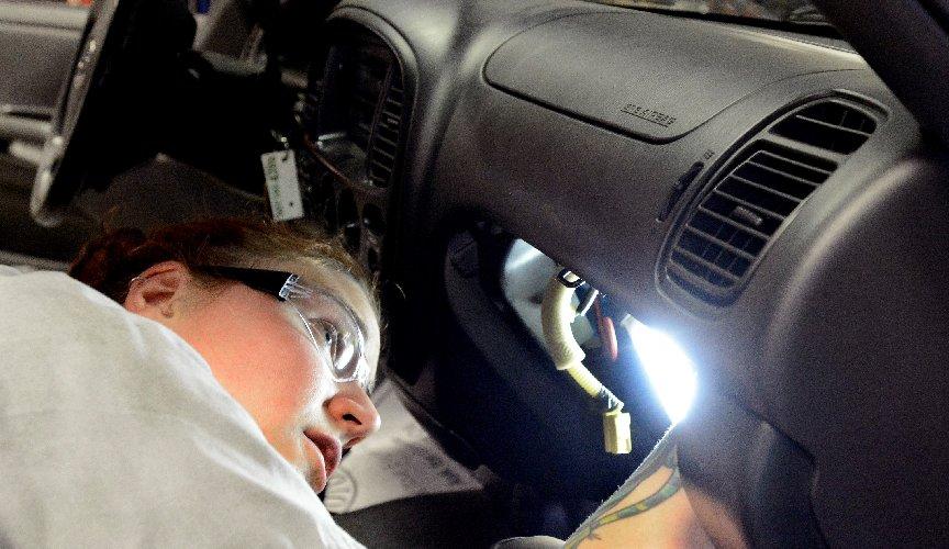 https://www.ragusanews.com//immagini_articoli/01-11-2018/airbag-difettosi-toyota-richiama-auto-500.jpg