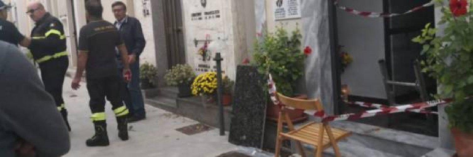 https://www.ragusanews.com//immagini_articoli/01-11-2019/sicilia-crolla-pavimento-cimitero-madre-e-figlia-cadono-ossario-500.jpg