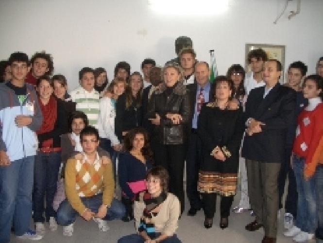 https://www.ragusanews.com//immagini_articoli/01-12-2007/lezione-di-pace-al-cataudella-500.jpg