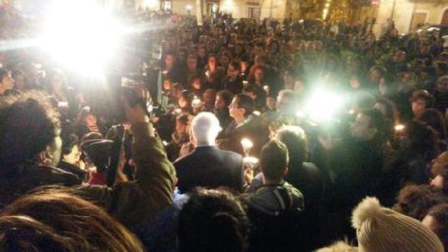 http://www.ragusanews.com//immagini_articoli/01-12-2014/fiaccolata-a-santa-croce-camerina-nel-ricordo-di-andrea-500.jpg
