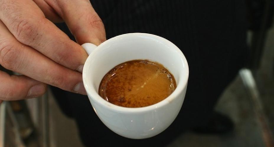 http://www.ragusanews.com//immagini_articoli/01-12-2015/va-al-bar-a-prendere-un-caffe-e-gli-rubano-l-auto-500.jpg