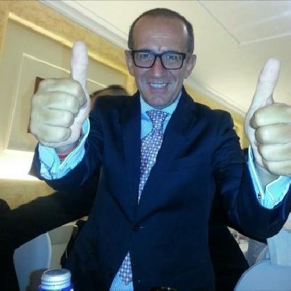 http://www.ragusanews.com//immagini_articoli/01-12-2016/paolo-corrado-caruso-il-candidato-che-ama-le-dissolvenze-a-stella-video-420.jpg