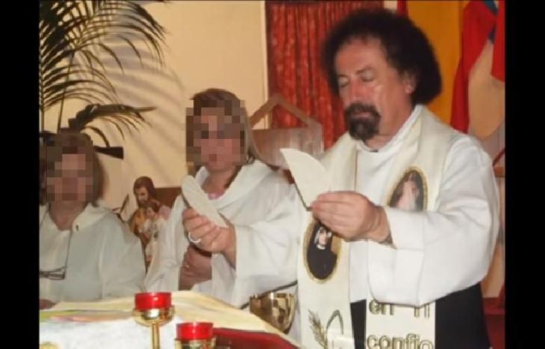 Catania, abusava di minori usando olio santo: arrestato sacerdote