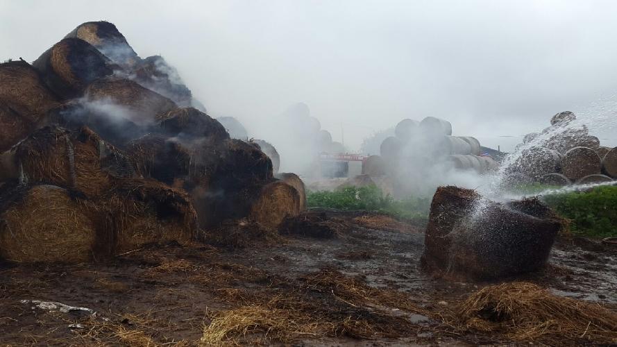 https://www.ragusanews.com//immagini_articoli/01-12-2017/incendio-fienile-santa-croce-500.jpg