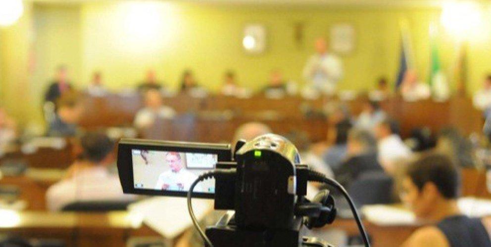 https://www.ragusanews.com//immagini_articoli/01-12-2018/appalto-riprese-consiglio-comunale-ragusa-500.jpg