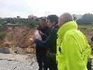 https://www.ragusanews.com//immagini_articoli/01-12-2019/a-ispica-si-lavora-per-colmare-la-voragine-creata-alluvione-100.jpg