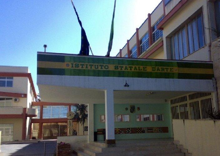 https://www.ragusanews.com//immagini_articoli/01-12-2019/liceo-artistico-carducci-la-scuola-non-ha-problemi-strutturali-500.jpg