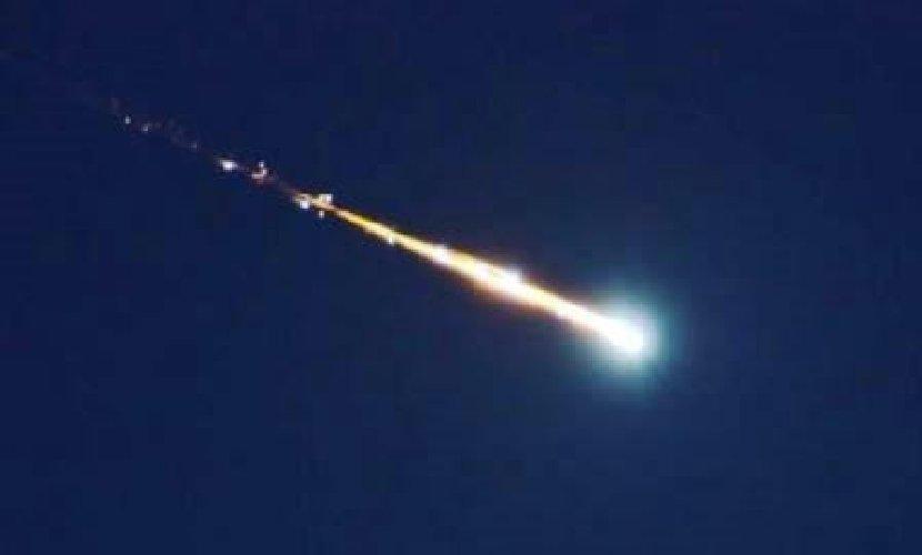 https://www.ragusanews.com//immagini_articoli/01-12-2019/una-meteora-cielo-siciliano-500.jpg