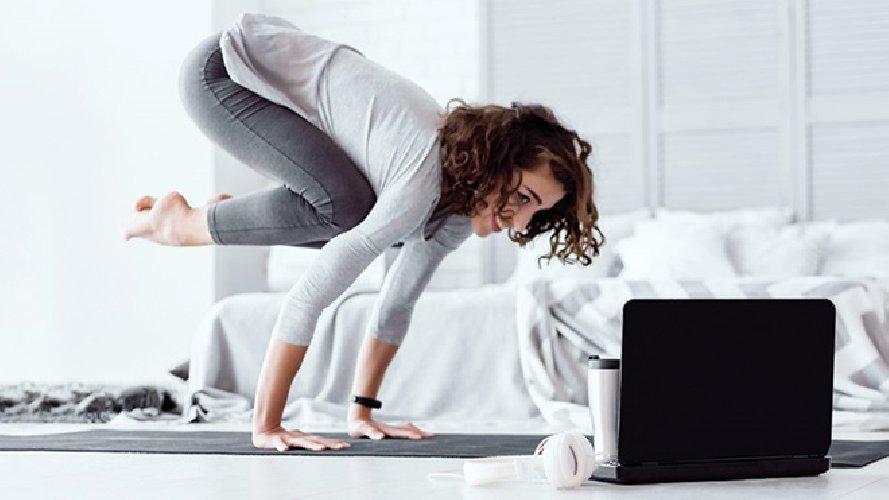 https://www.ragusanews.com//immagini_articoli/01-12-2020/bloccati-in-casa-per-il-lockdown-ecco-gli-esercizi-per-restare-in-forma-500.jpg