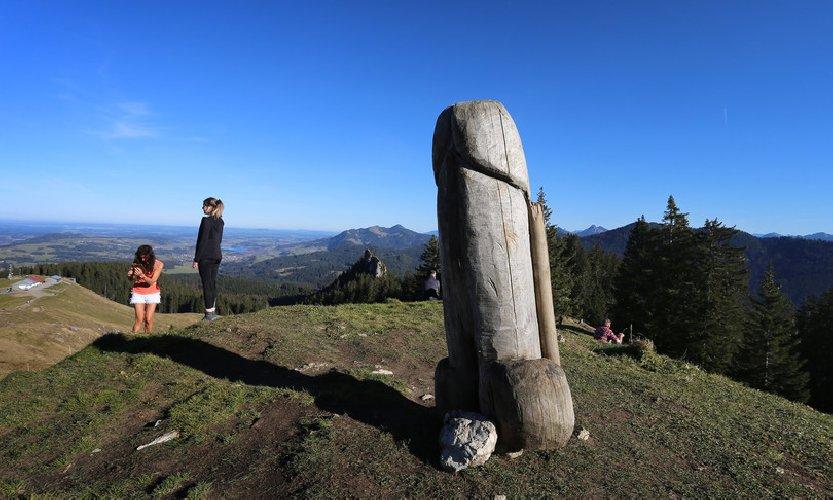 https://www.ragusanews.com//immagini_articoli/01-12-2020/in-germania-hanno-rubato-questa-statua-qui-era-monumento-culturale-500.jpg