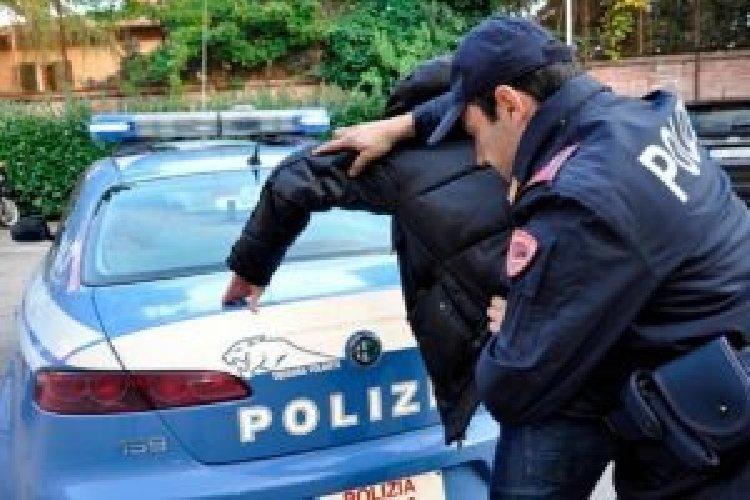 https://www.ragusanews.com//immagini_articoli/01-12-2020/ragusa-aggredisce-un-poliziotto-arrestato-500.jpg