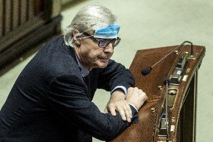 https://www.ragusanews.com//immagini_articoli/01-12-2020/sgarbi-il-caravaggio-non-torna-domani-280.jpg