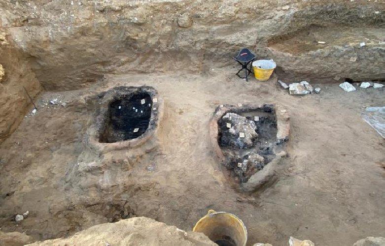 https://www.ragusanews.com//immagini_articoli/01-12-2020/sicilia-trovate-antiche-tombe-con-la-legna-bruciata-per-il-rito-funebre-500.jpg