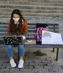 https://www.ragusanews.com//immagini_articoli/01-12-2020/voglio-la-mia-classe-col-pc-davanti-al-classico-di-ragusa-280.jpg