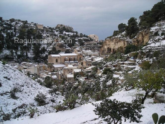 http://www.ragusanews.com//immagini_articoli/02-01-2015/scicli-l-ultima-nevicata-500.jpg