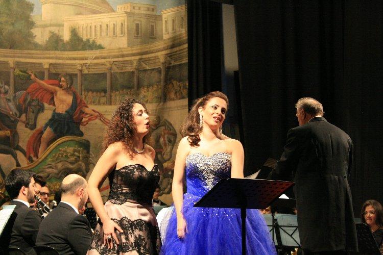 https://www.ragusanews.com//immagini_articoli/02-01-2018/modica-saluta-anno-concerto-capodanno-500.jpg