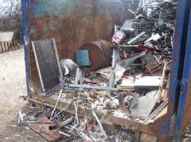 https://www.ragusanews.com//immagini_articoli/02-01-2019/arrestato-tunisino-furto-materiale-ferroso-500.jpg