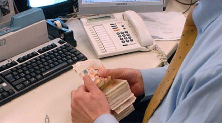 https://www.ragusanews.com//immagini_articoli/02-01-2019/bancari-esubero-provincia-ragusa-500.jpg