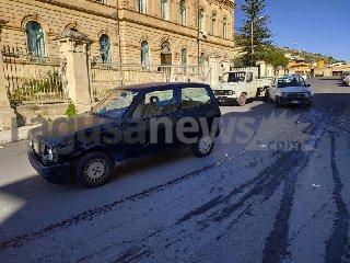 https://www.ragusanews.com//immagini_articoli/02-01-2020/brutto-incidente-davanti-all-ospedale-di-scicli-240.jpg