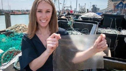 https://www.ragusanews.com//immagini_articoli/02-01-2020/lucy-la-mia-bioplastica-fatta-con-gli-scarti-dei-pesci-240.jpg