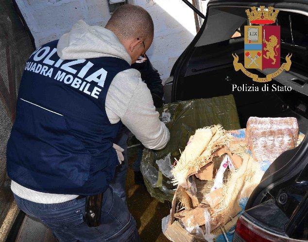 https://www.ragusanews.com//immagini_articoli/02-02-2019/arrestati-albanesi-droga-avevano-chili-hashish-500.jpg