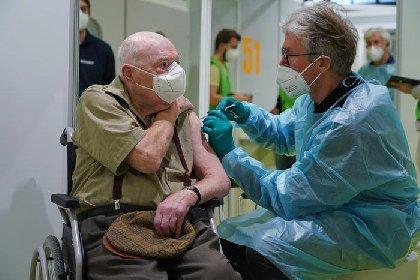 https://www.ragusanews.com//immagini_articoli/02-02-2021/astrazeneca-non-e-per-anziani-prima-di-maggio-non-si-vaccina-nessun-altro-280.jpg