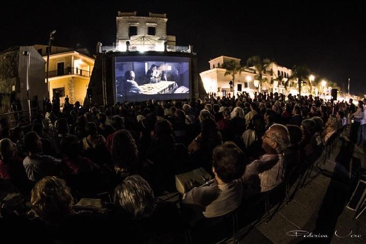 https://www.ragusanews.com//immagini_articoli/02-03-2015/mazzarelli-art-festival-carnemolla-mi-avete-deluso-500.jpg