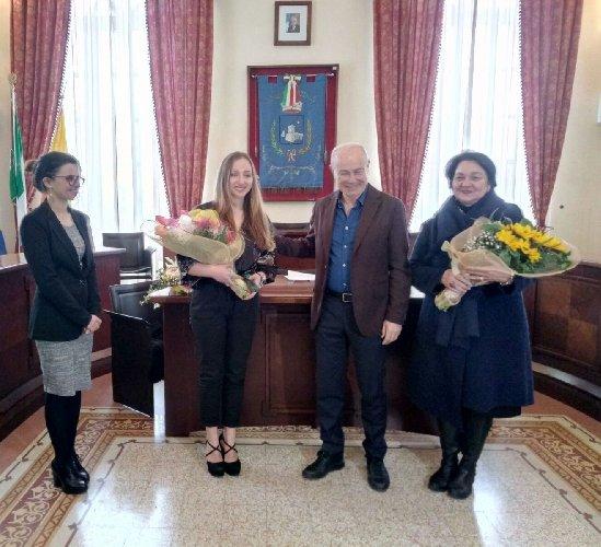 https://www.ragusanews.com//immagini_articoli/02-03-2018/pozzallo-lettera-encomio-studentessa-alyssa-veclani-500.jpg