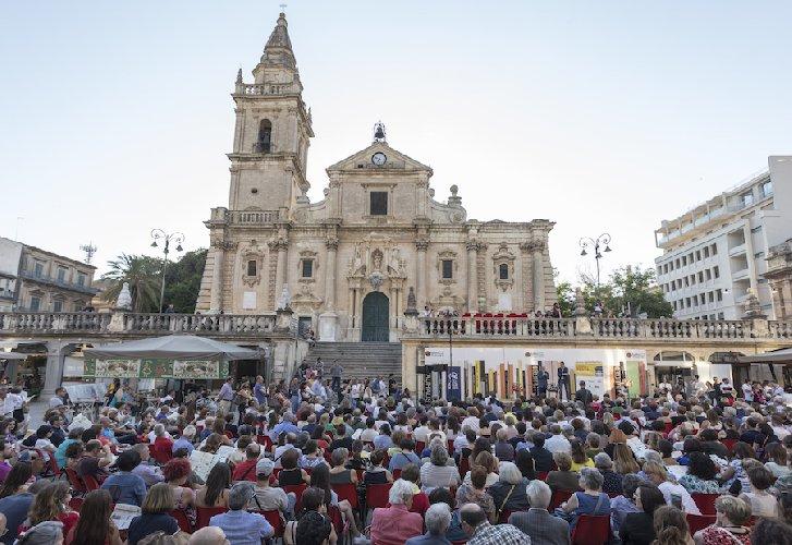 https://www.ragusanews.com//immagini_articoli/02-03-2018/ragusa-ritorna-festival-tutto-volume-500.jpg