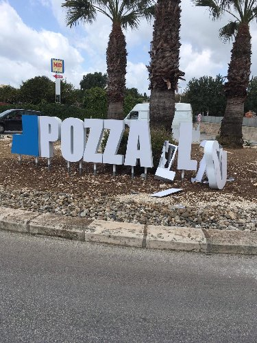 https://www.ragusanews.com//immagini_articoli/02-03-2019/vento-abbatte-benvenuto-pozzallo-500.jpg
